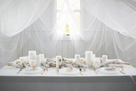 Cómo decorar una mesa de Halloween en blanco1