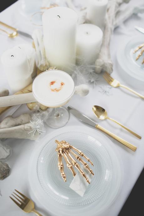 Cómo decorar una mesa de Halloween en blanco12