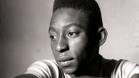 Pelé cumple 80 años y sigue siendo un símbolo mundial del fútbol.