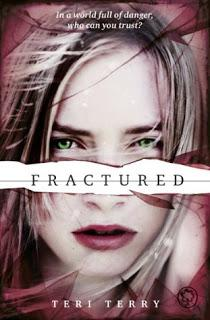 (Reseña)  Fractured  by Teri Terry
