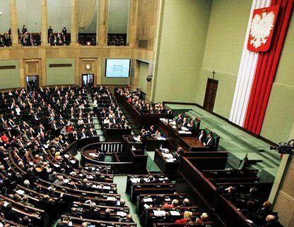 Polonia debate un proyecto de ley de uniones civiles de parejas homosexuales