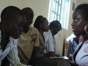 viaje noche Uganda teléfonos móviles
