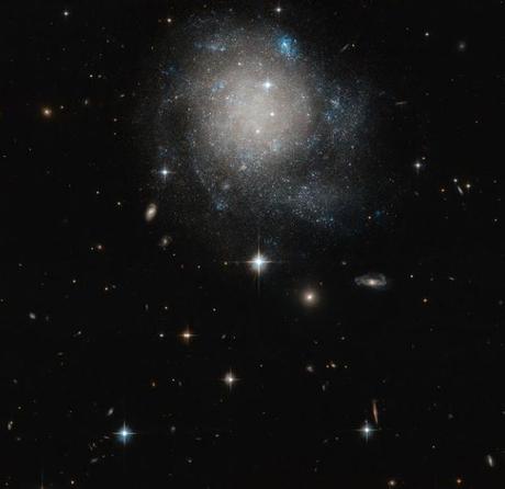 Un panecillo de canela galáctico en el espacio