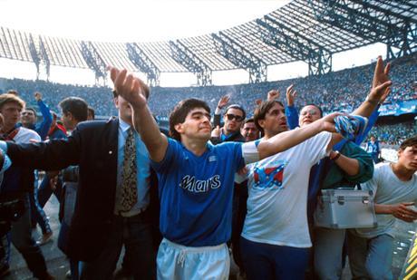 Dios Armando Maradona es uno de los más grandes de la historia.