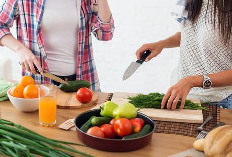 Preparando verduras frescas