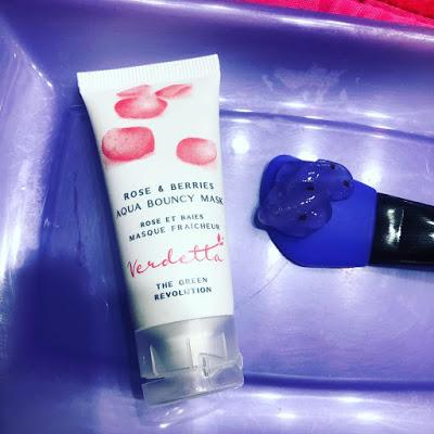 Rose & Berries Aqua Bouncy Mask + Parches Caseros de Aloe Vera