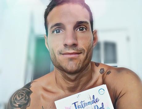 Narciso Martín une parte de su prosa poética en Tatuado bajo la piel