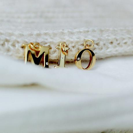 Collar con letra o inicial en plata chapada en oro