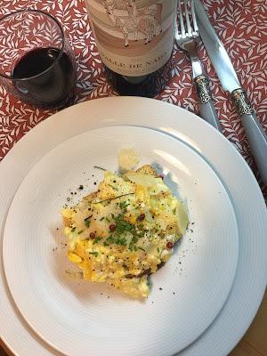 Tosta De Huevos Revueltos Con Queso Parmesano