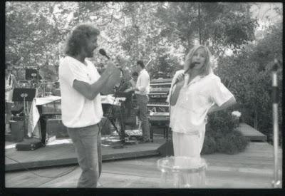 The Bee Gees: how can you mend a broken heart; Leyendas y su pasado