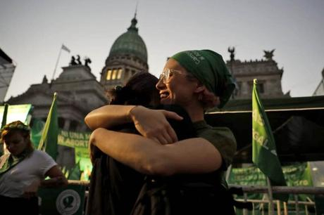 Argentina legaliza el aborto voluntario hasta las 14 semanas de gestación
