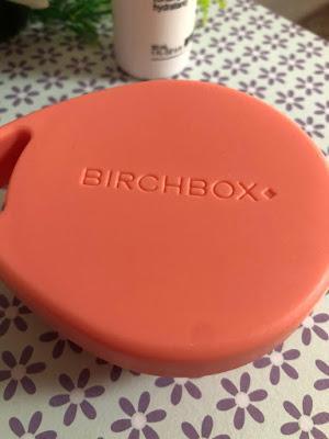 BIRCHBOX ACCESSORIES.- Masajeador capilar