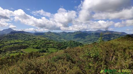 Vista hacia La Loral desde el Pico Lloe