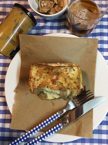 Sandwich De Queso Fundido Con Champiñones