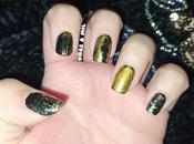 Diseño uñas negro dorado, ideal para Navidad Nuevo