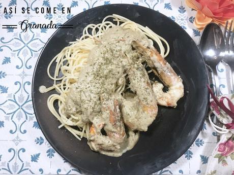 Espaguetis con salsa de champiñones y gambas