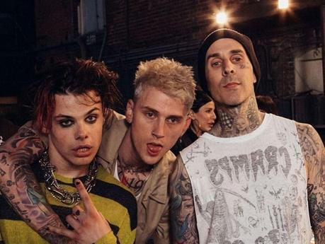 Yungblud, Machine Gun Kelly y Travis Barker: desfase con zombies
