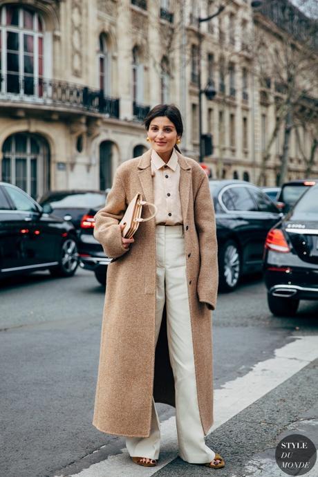 Looks en tonos neutros para un estilo elegante este invierno