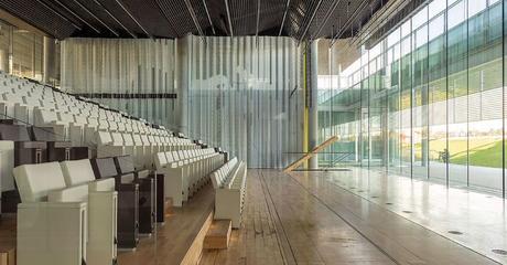 Así es el espectacular auditorio que el Banco de Santander ha inaugurado en Madrid, con vidrio fabricado por la berciana Tvitec 1