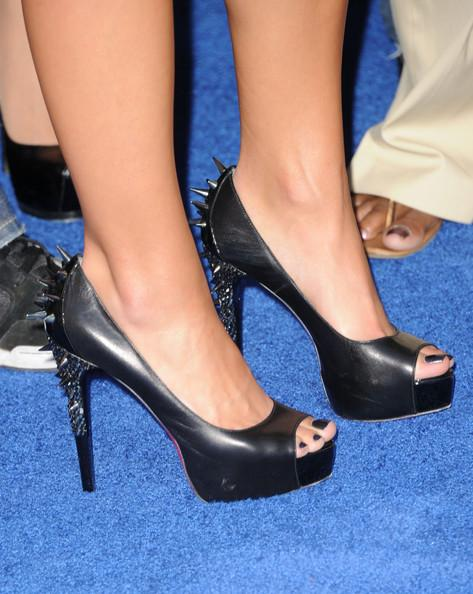 Actress Josie Loren (shoe detail) arrives at the 2011 Teen Choice Awards held at the Gibson Amphitheatre on August 7, 2011 in Universal City, California.