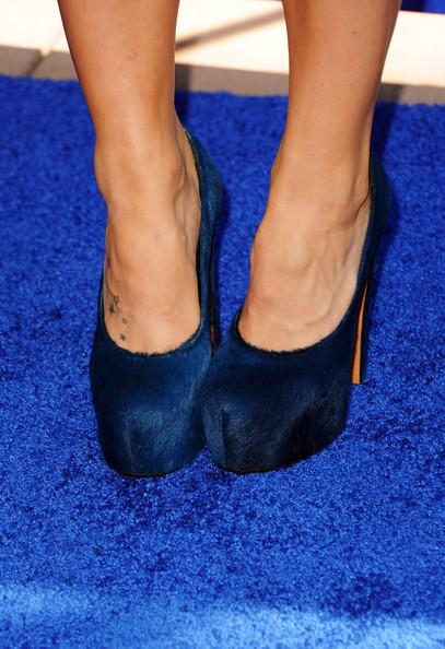 Singer JoJo (shoe detail) arrives at the 2011 Teen Choice Awards held at the Gibson Amphitheatre on August 7, 2011 in Universal City, California.