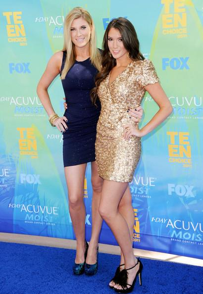 Elle Fowler and Blair Fowler arrive at the 2011 Teen Choice Awards held at the Gibson Amphitheatre on August 7, 2011 in Universal City, California.
