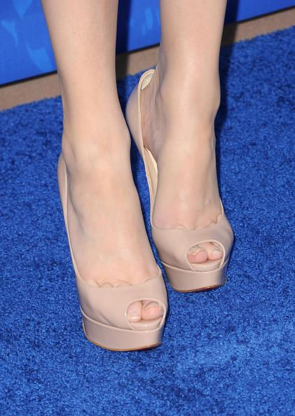 Actress Elizabeth Banks (shoe detail) arrives at the 2011 Teen Choice Awards held at the Gibson Amphitheatre on August 7, 2011 in Universal City, California.