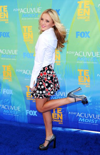 Actress Kathryn Newton arrives at the 2011 Teen Choice Awards held at the Gibson Amphitheatre on August 7, 2011 in Universal City, California.