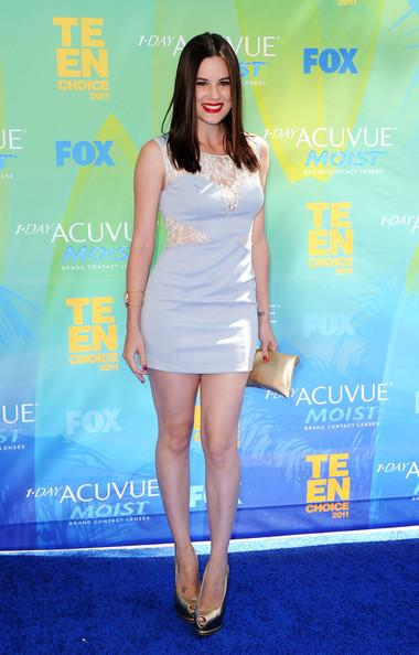 Actress Chelsea Hobbsn arrives at the 2011 Teen Choice Awards held at the Gibson Amphitheatre on August 7, 2011 in Universal City, California.