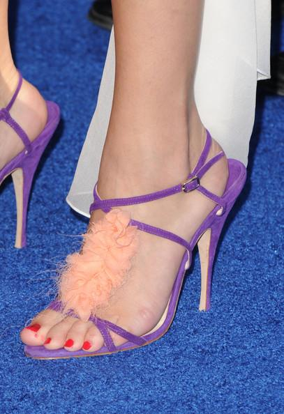 Actress/singer Selena Gomez (fashion detail) arrives at the 2011 Teen Choice Awards held at the Gibson Amphitheatre on August 7, 2011 in Universal City, California.