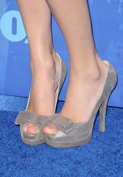 Musician Taylor Swift (shoe detail) arrives at the 2011 Teen Choice Awards held at the Gibson Amphitheatre on August 7, 2011 in Universal City, California.