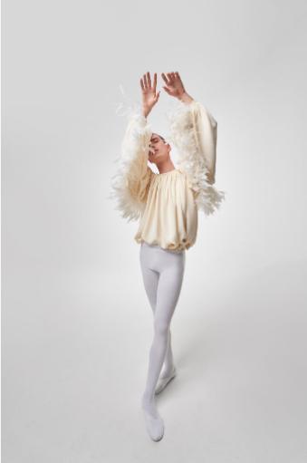 Giambattista Valli. Exceso, volumen, ballet y los Bridgerton.