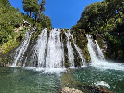 Lago Traful y una cascada brillante (un viaje en tiempo real)