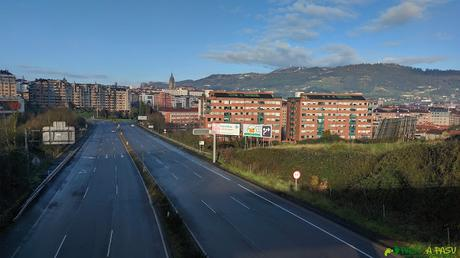 Puente sobre el acceso a la ronda exterior de Oviedo