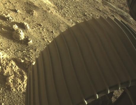 Nuevas imágenes en color de la llegada del rover perseverance a Marte