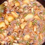 sepia con guisantes y patatas