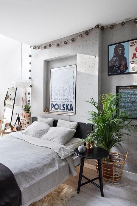 Un loft creativo con ladrillo visto y arte.