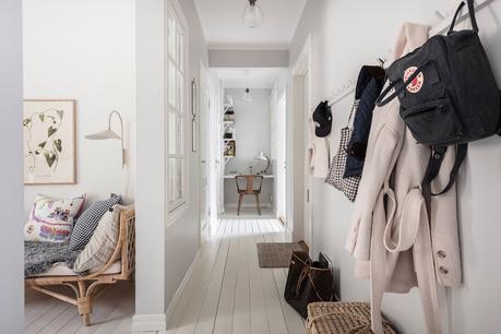 Diseño escandinavo con blancos y grises.