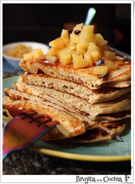 Tortitas de almendra sin azúcar y dados de manzana