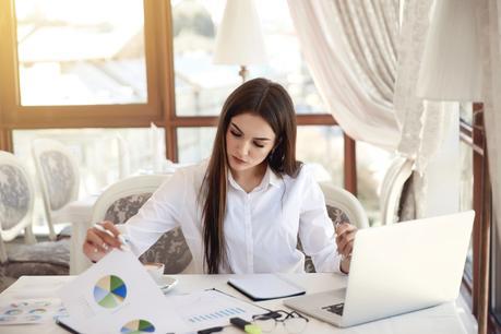 Por qué contratar los servicios de una asistente virtual