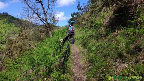 Inicio del sendero entre Belmonte y Corias
