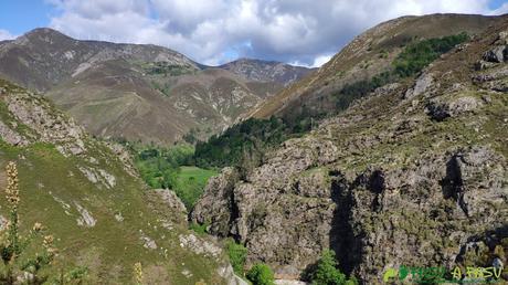 Vista de las paredes sobre el Pigüeña
