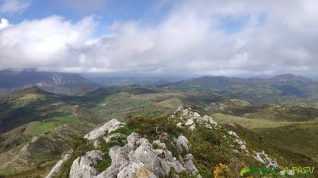 Bajando del Pico Matacaleao