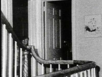 Galería fantasmas: niño escalera