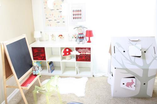Un dormitorio infantil n rdico en blanco y rojo paperblog for Dormitorio infantil nordico