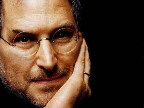 Steve Jobs deja su cargo como CEO de Apple