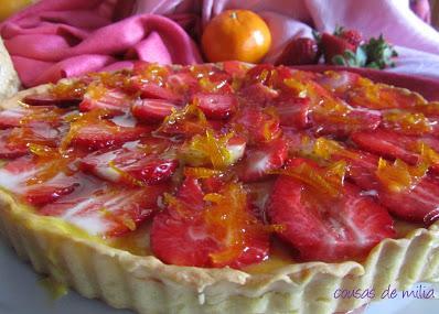 Tarta de fresones con crema de naranja