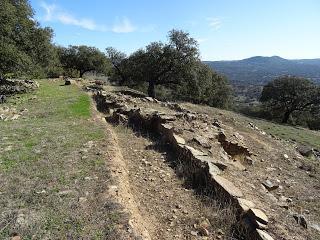 Colaboraciones de Extremadura, caminos de cultura: Murallas de Nertóbriga, en las cercanías de Fregenal de la Sierra, en Castillosnet