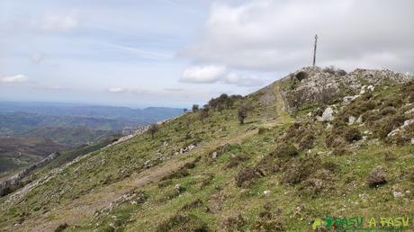 Pista a las antenas de la Sierra de Peña Mayor