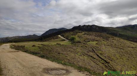 Pista entre la Faya los LLobos y la Sierra de Peña Mayor